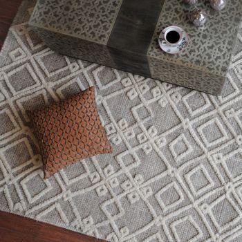Uttermost Sieano 5 x 8 Tribal Inspired Design Wool Rug in Gray/Ivory
