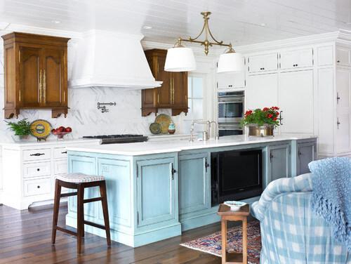 Kitchen island lights help you get this elegant look. Photo credit: Traditional Kitchen by Columbia Interior Designers & Decorators Pulliam Morris Interiors