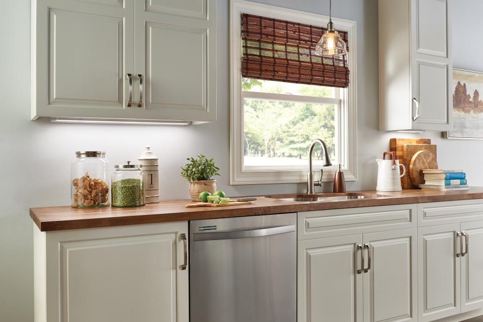 Kitchen under-cabinet lights - LightsOnline.com